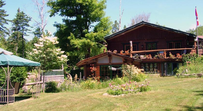 Best time to travel Canada Cedarwood Lodge