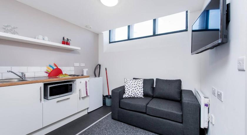 Tremendous Cosy And Comfortable Studio Apartment Kensington Liverpool Gmtry Best Dining Table And Chair Ideas Images Gmtryco