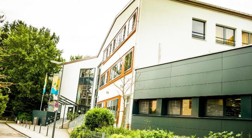 Entfernungsmesser München : Golfhotel münchen: hotels beim golfplatz münchner golf club e.v.