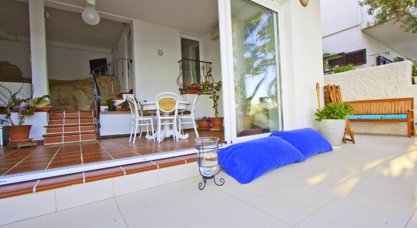 Three-Bedroom House with Private Beach Area Beachfront villa Tribunj