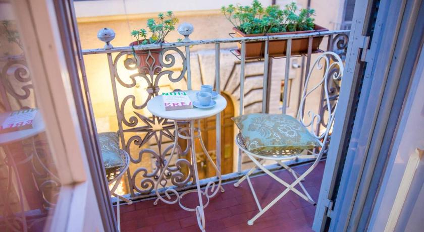 Historical 3-bedrooms Mansion at Navona square