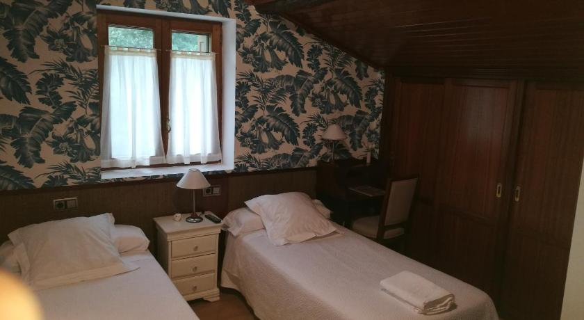 Single Room with shower and extra bed  Casa Rural Altzibar-berri