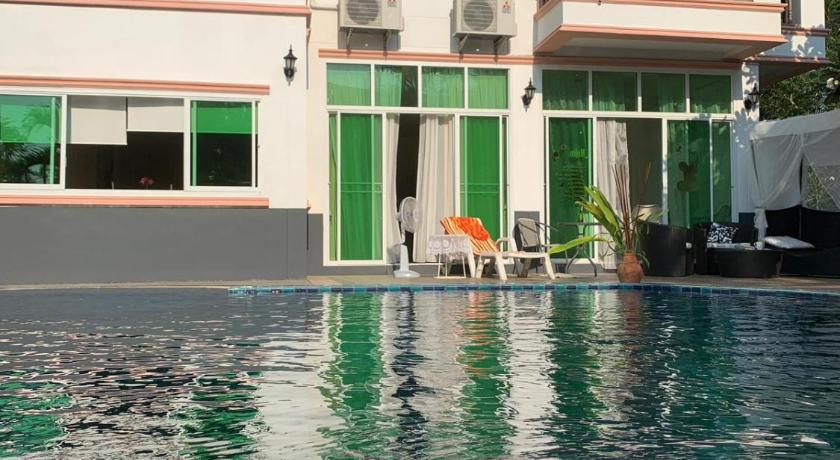 4 Bedroom Beachfront Pool House