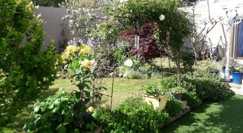 Le jardin fleuri, Saint-André-des-Eaux, France - Tarifs ...
