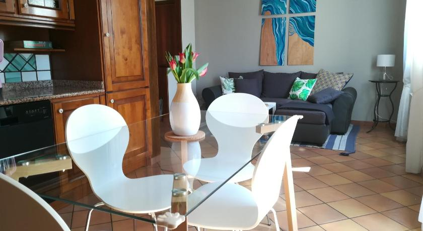 Best time to travel Modena Kozy and Confortable Apartament