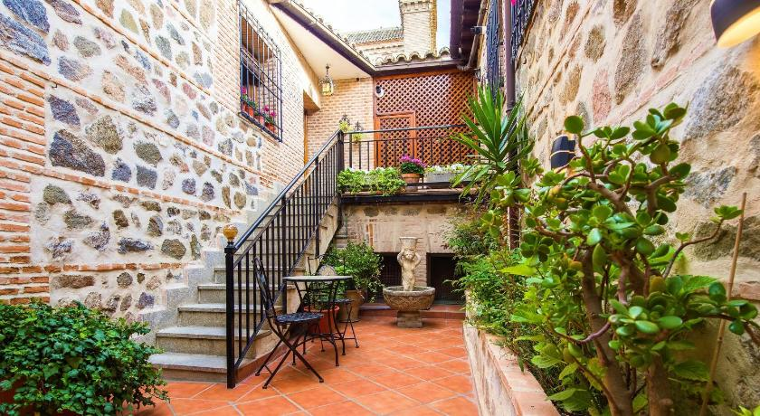 Best time to travel Spain Casa de Bisagra
