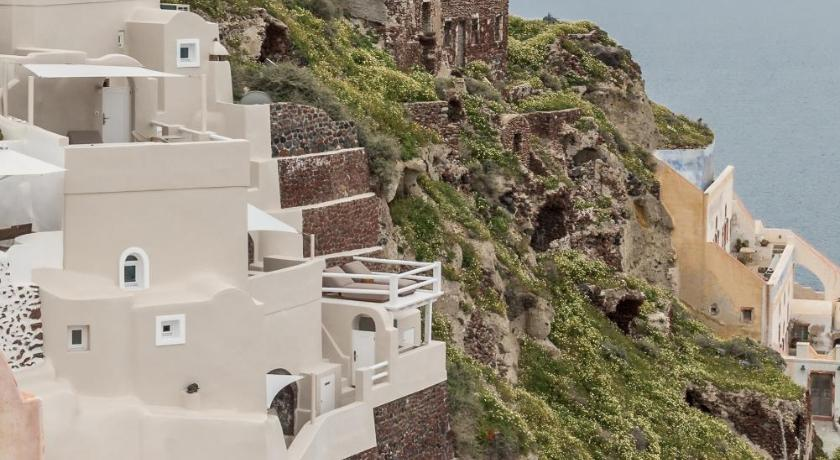 Best time to travel Fira Art Maisons Oia Castle