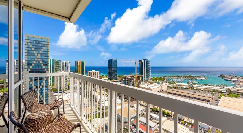 Best time to travel Honolulu 909 Kapiolani Blvd. #3501