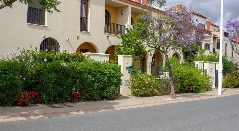 Cas001 Casa Con Terraza Ideal Para Familias Ayamonte