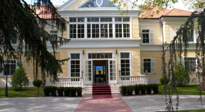 Best time to travel Lake Balaton Château Visz