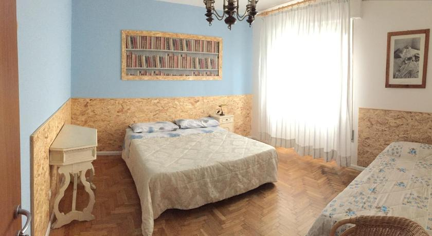 Triple Room with Shared Bathroom Venice Treviso Airport Bed