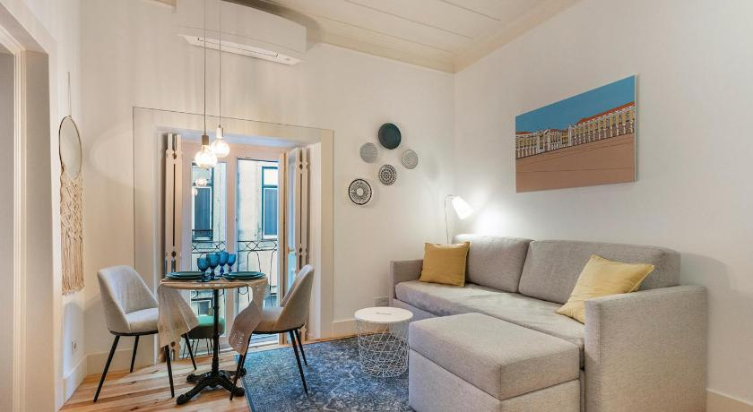 Downtown Trendy Flat for 4, near metro