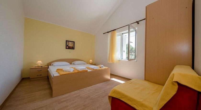 Kahe magamistoaga apartement - Terrassi ja merevaatega Family friendly apartments with a swimming pool Palit (Rab) - 16330