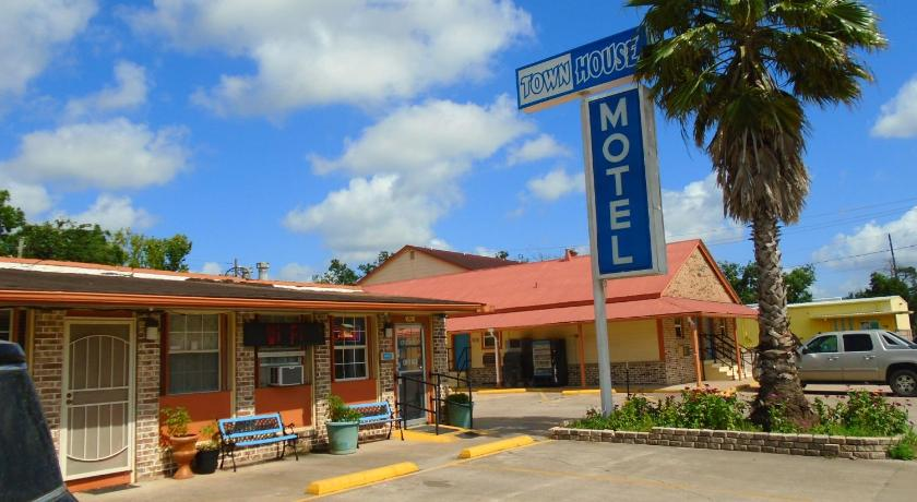 Remarkable Town House Motel In Bay City Tx Room Deals Photos Reviews Home Interior And Landscaping Mentranervesignezvosmurscom