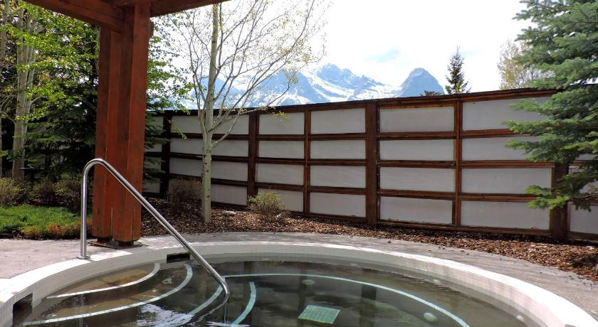 Luxurious Condo With Spa Steam Room Hot Tub Hosted By Fenwick Vacation Rentals Canmore Ab Best Price Guarantee Mobile Bookings Live Chat