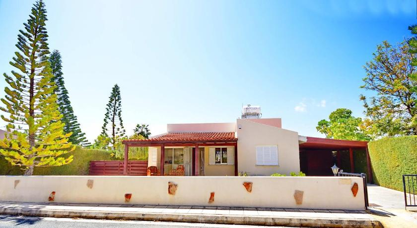 Beautiful Two Bedroom Bungalow Villa