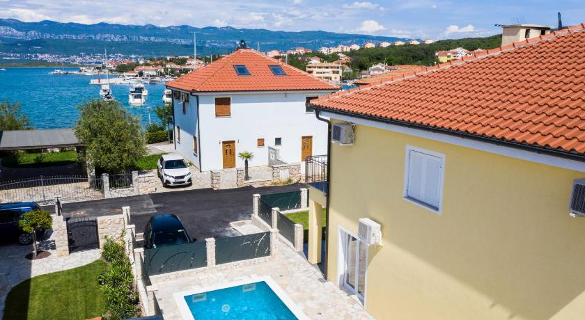 Best Price on Beach VILLA OASIS With Swimming Pool, SUP ...