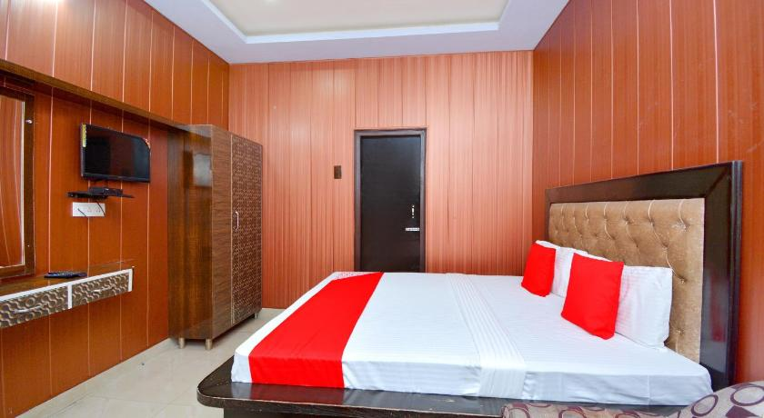 Classic Triple Room OYO 39889 Palace Plaza