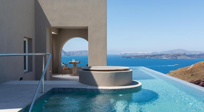Best time to travel Fira Arota Exclusive Villas