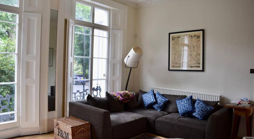 Spacious 4 Bedroom Townhouse with Garden