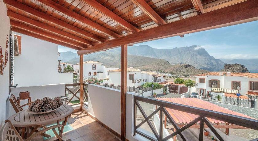 Best time to travel Spain Lightbooking- Villa Janeth