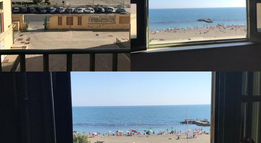 Double Room with Sea View Litus Roma Hostel