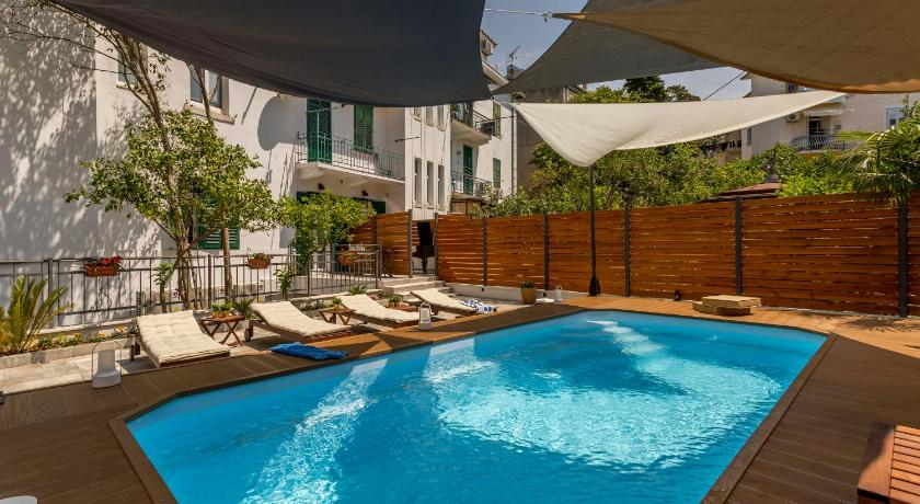 Evala luxury rooms with pool and garden, Split - Booking ...