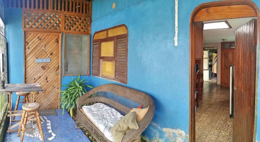 Standard Double Room with Shared Bathroom Caribbean Flavors Backpackers