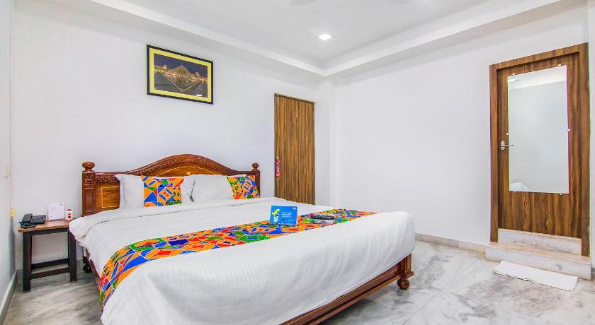 Deluxe Double Room FabHotel Venkeys Service Apartment Mylapore