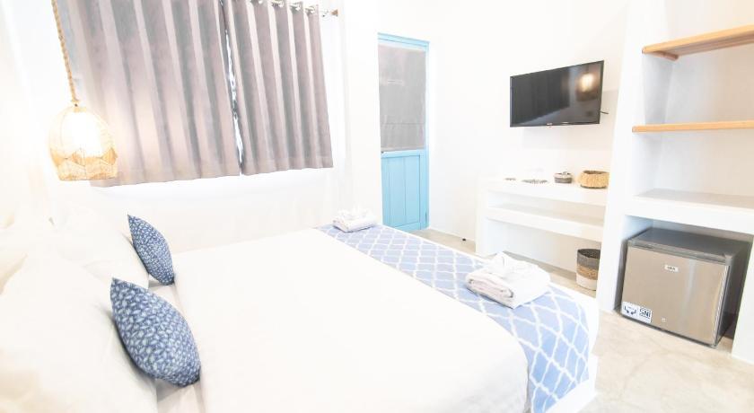 Seaesta Komodo Hotel & Hostel