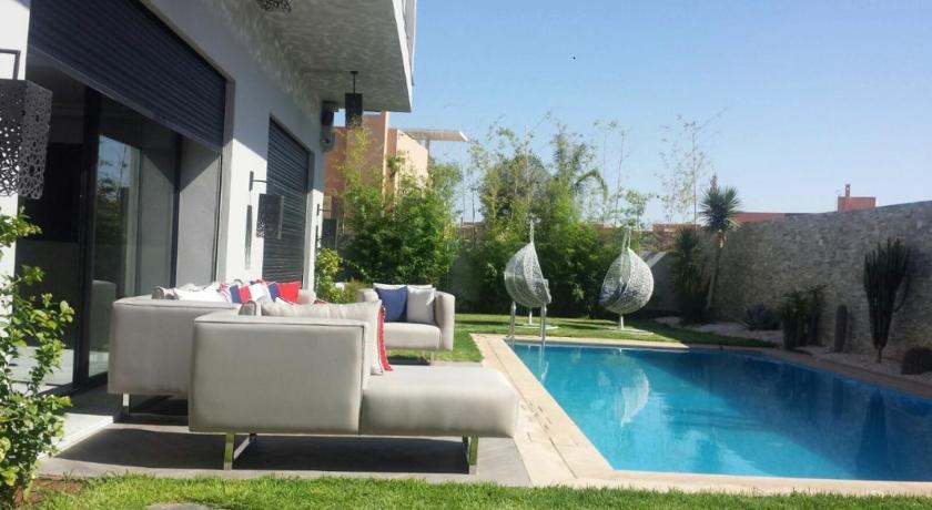 Belle villa spacieuse avec piscine et jardin pour un séjour ...