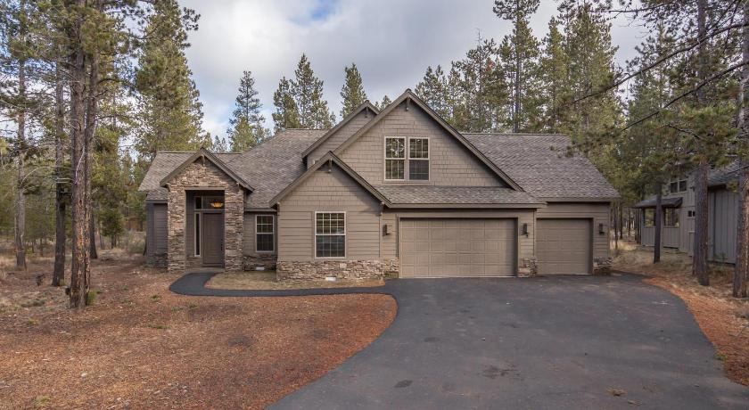 Більше про Jackpine 9-Sunriver Vacation Rentals by Sunset Lodging