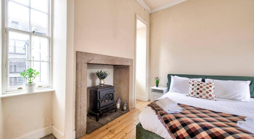 Cosy 2BR Apt at World's End by GuestReady