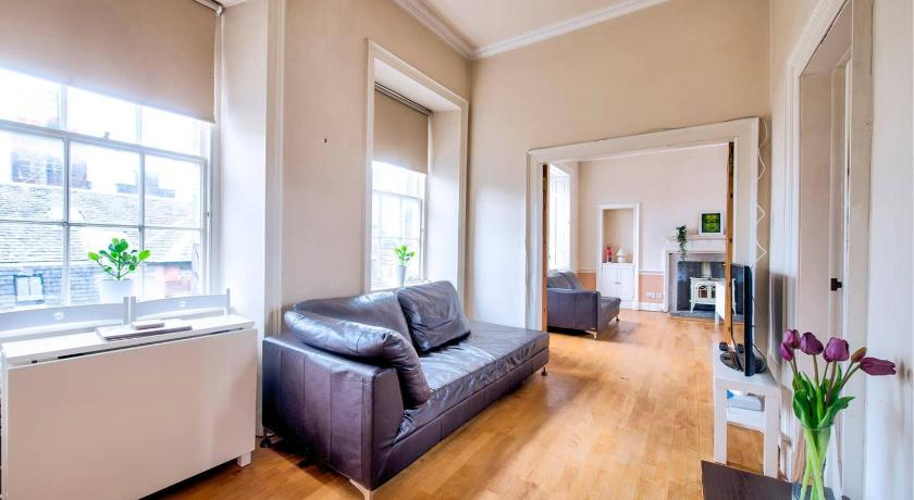 Two-Bedroom Apartment Cosy 2BR Apt at World's End by GuestReady