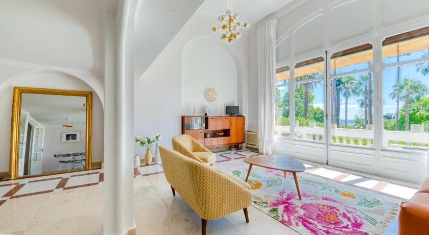 Best time to travel French Riviera STYLISH APARTEMENT IN HISTORICAL RESIDENCE
