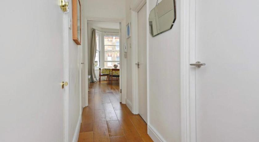 Cozy 2-Bedroom Flat near Portobello Market