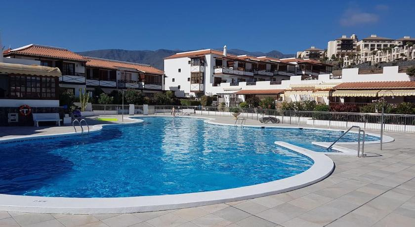 Playa del Duque in 1st sea line directly on the beach, heated pool, Wifi, balcony