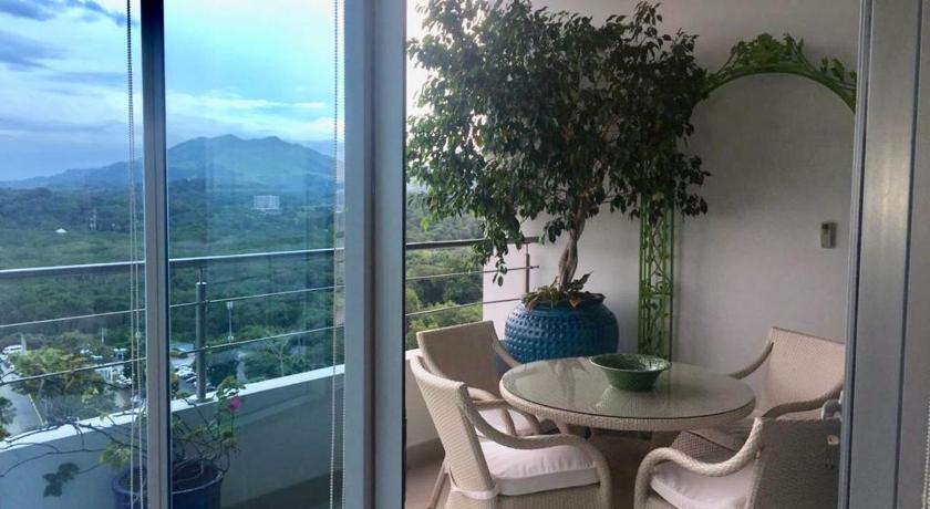 LA CASA BONITA - 13th Floor Apartment