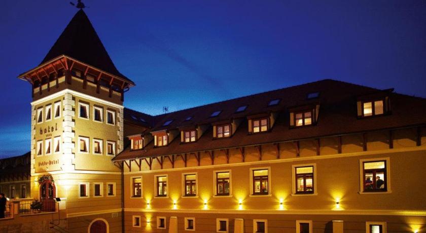 Best time to travel Komárno Hotel Peklo