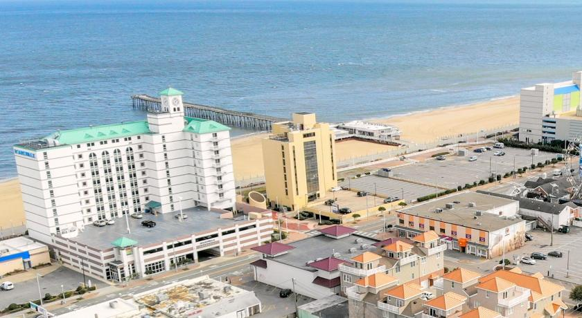 Stunning, contemporary, 4 story, beach condo, w/ rooftop deck. Amazing views!
