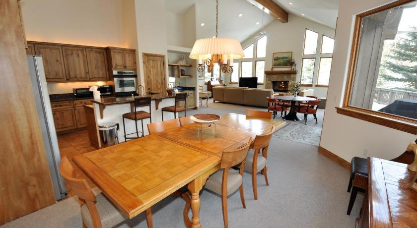 Luxury 4 bedroom home with an amazing setting in East Vail