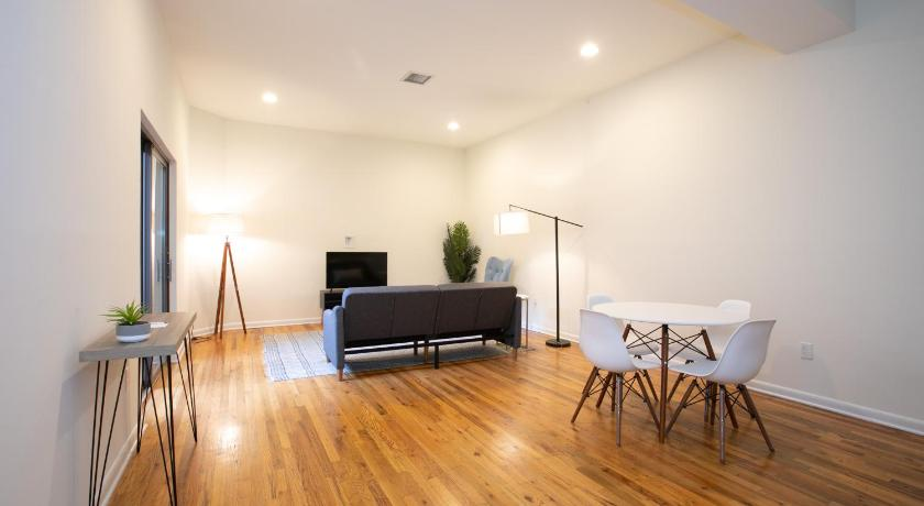 Spacious 1 Bedroom in Historic Complex with Patio, 20 min to NYC