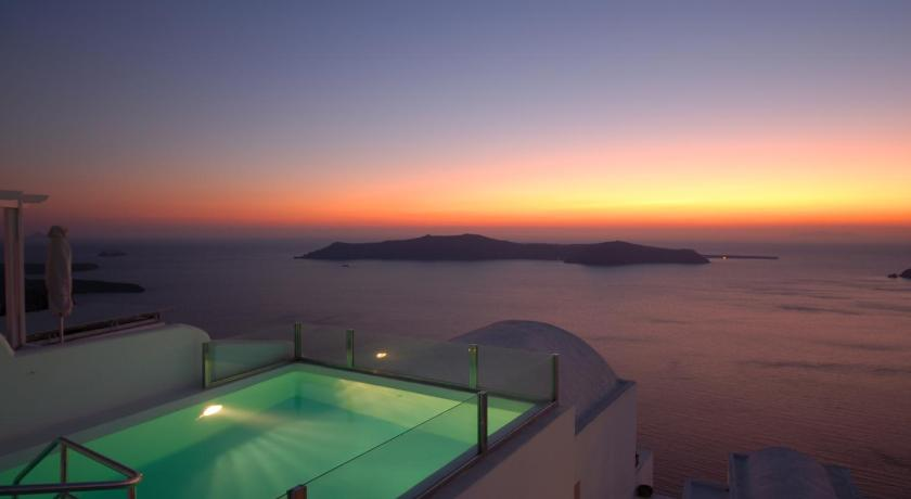 Best time to travel Fira Heliotopos