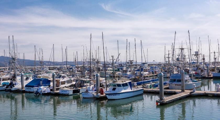 Best time to travel United States Coastal Seaside Retreat - Fun Family Activities for Kids - Walk to Beach - 30-45 mins to San Francisco - Sleeps 10