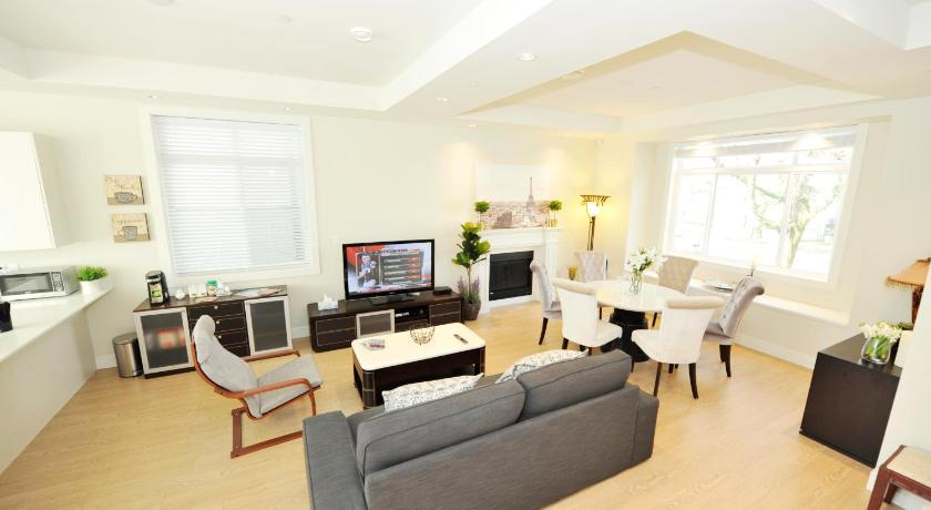 Best time to travel Canada Entire Fashion House - 4 bedrooms 4 washroom