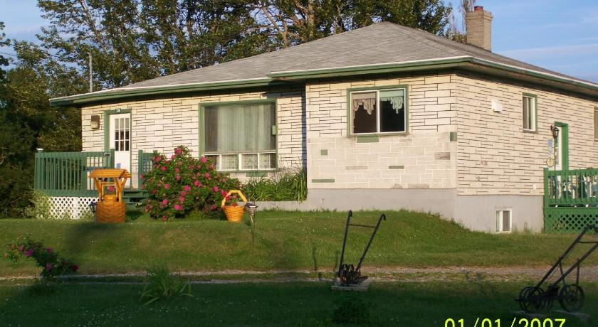 Best time to travel Canada Domaine Joseph Ross Bed and Breakfast