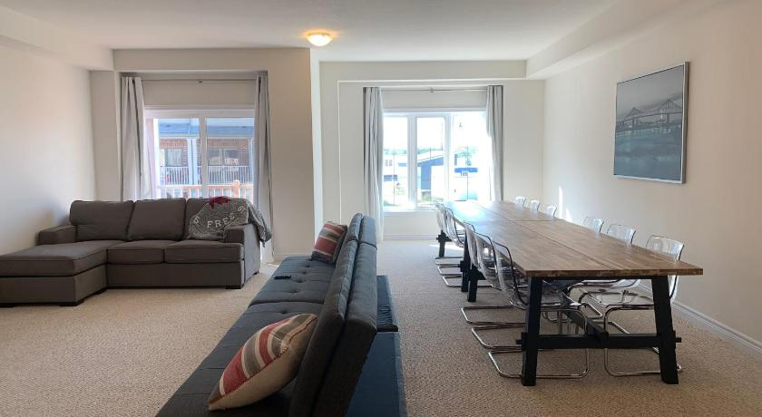 Best time to travel Burlington Extravagant Brand New Town House