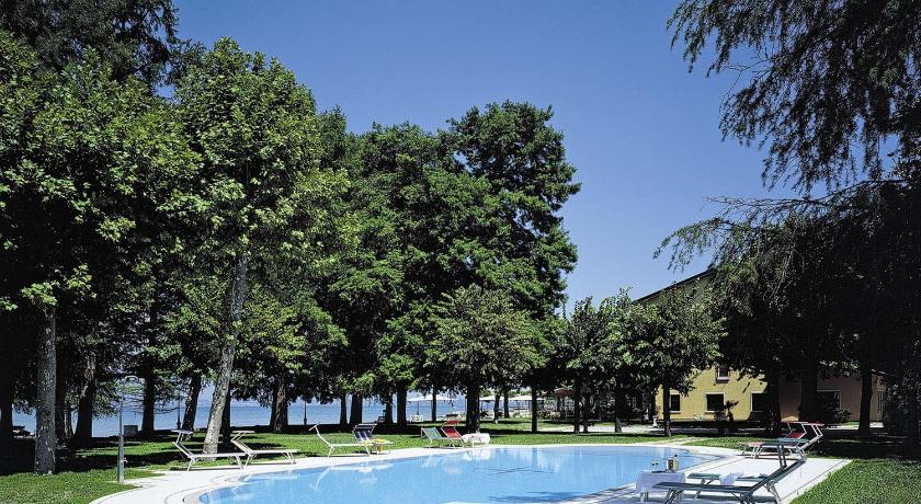 Best time to travel Italy Hotel Lugana Parco Al Lago