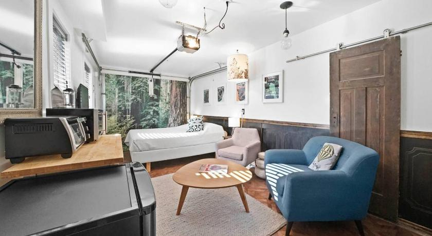 Best time to travel Canada Chic Strathcona Microsuite - Minutes to DT!