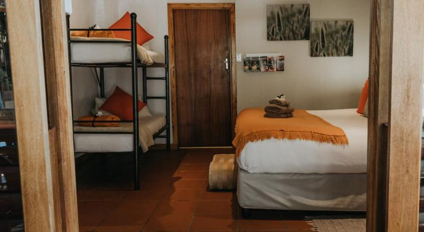 Deluxe Double Room with Private Bathroom (Yellowwood)